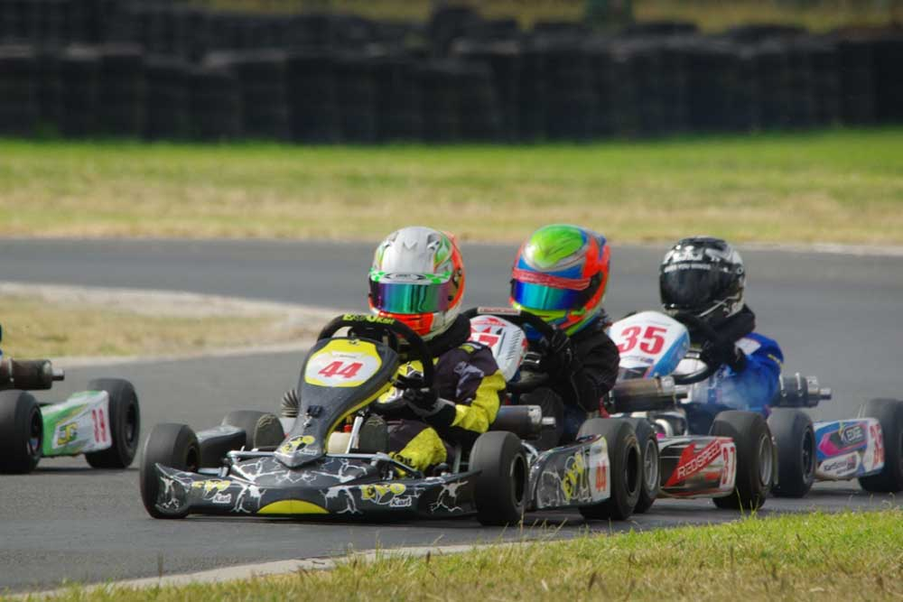 Victory in Cadet 9 went to Jake Rutkowski (#44) followed by Macka Hazard (#37).  (pic – Pamspix)